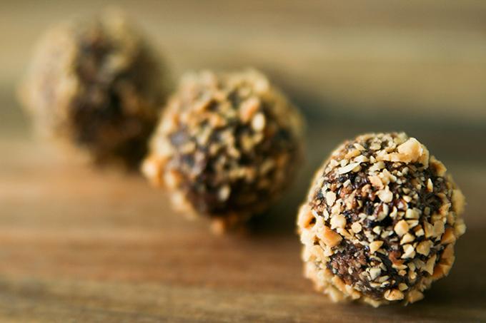 Chokladbollar med kokos och jordnötter | Baker vs. Runner