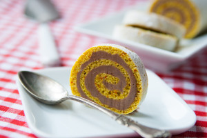 Saffransrullstårta med apelsinchokladsmörkräm